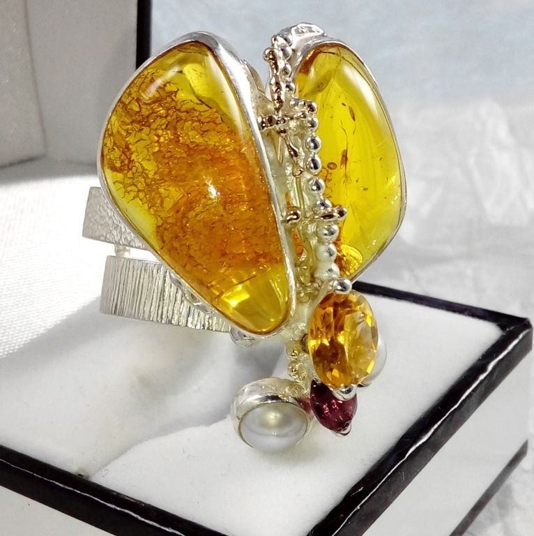 gregory pyra piro cyber ring 43926, mixed metal jewellery in silver and gold, rings in art and craft galleries, cyber ring with amber and rhodolite garnet, cyber ring with citrine and garnet, cyber ring with amber and pearl