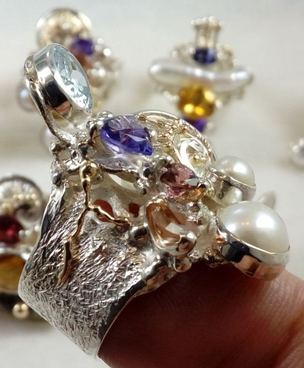 gregory pyra piro ring 2050, handcrafted silver and gold jewellery, one of a kind handcrafted jewellery, ring in sterling silver and gold, handcrafted ring with amethyst and garnet handcrafted ring with blue topaz and pink tourmaline, handcrafted ring with amethyst and blue topaz