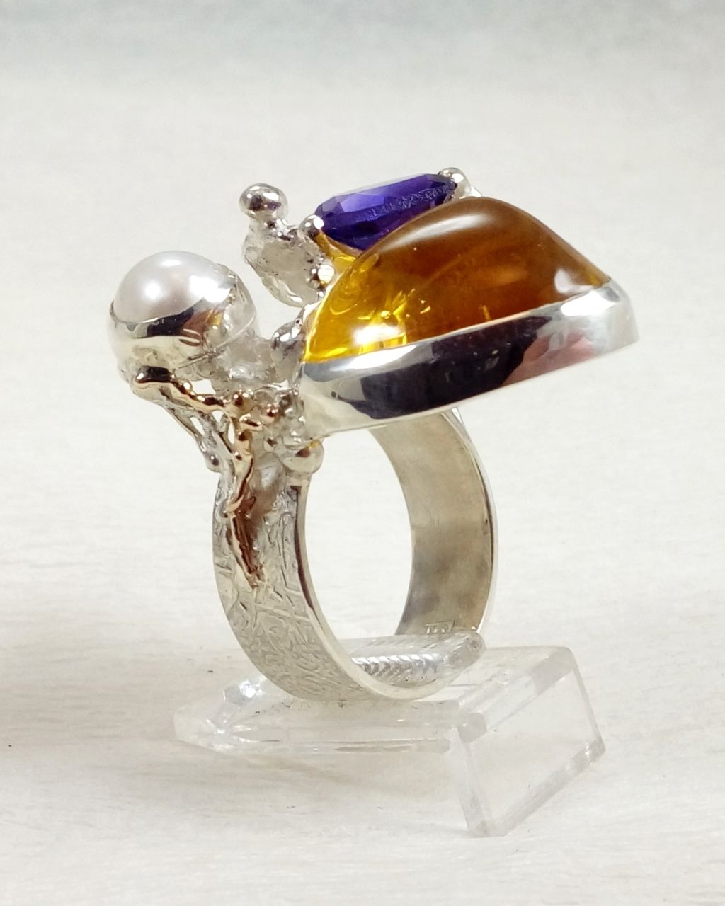 Gregory Pyra Piro ring 3045, Gregory Pyra Piro art jewellery, one of a kind jewellery with amethyst and amber, handcrafted jewellery with gemstones and pearls, handcrafted jewellery sold in art and craft galleries, mixed metal jewellery with gemstones and pearls, artists during lockdown, jewellery makers during lockdown, rings made during lockdown