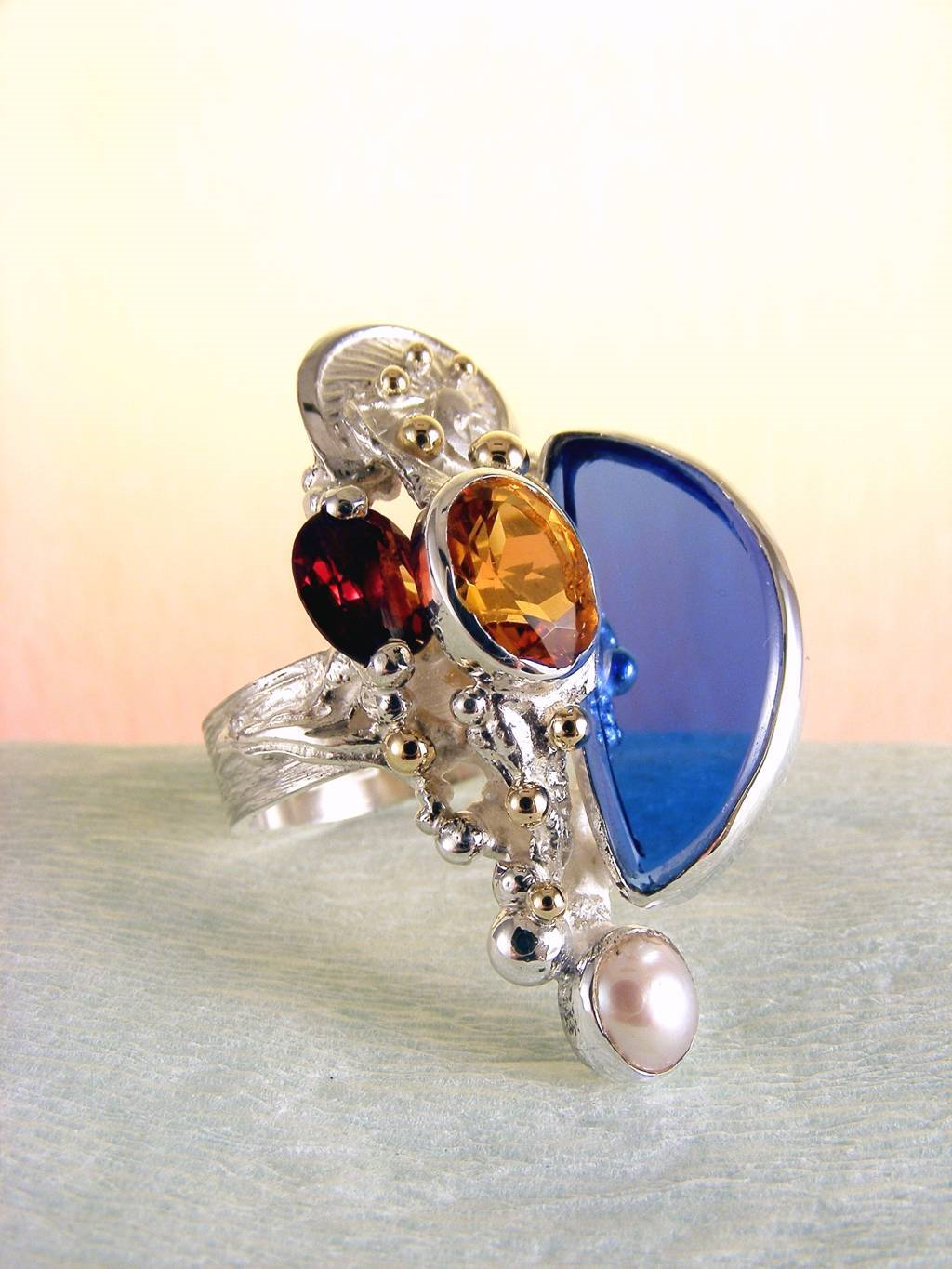 Rengas 3624, Hopea, Kulta, Sitriini, Granaatti, Helmi, Lasi, Alkuperäinen Käsintehty, Gregory Pyra PiroRing #3624, sterling silver, gold, citrine, garnet, pearl, glass, original handmade, one of a kind jewellery, art jewellery, Gregory Pyra Piro