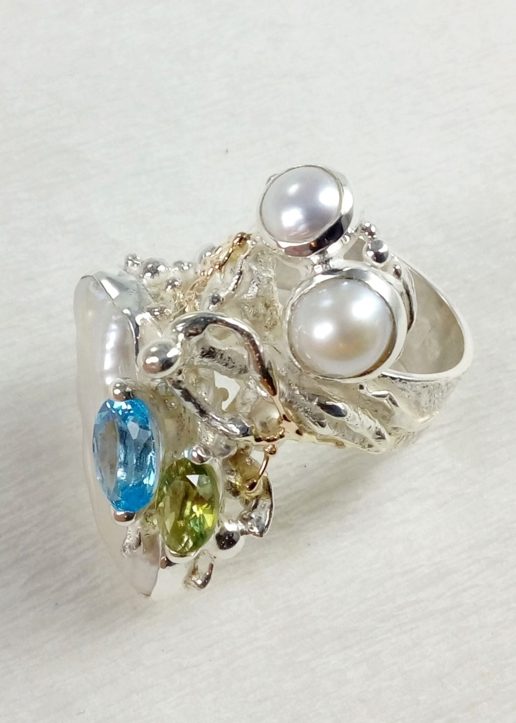 gregory pyra piro square ring #5632, sculptural jewellery, sculptural ring, sterling silver and 14k gold artisan jewellery, ring with blue topaz, peridot, and pearl, jewellery with peridot and blue topaz, sterling silver and 14 karat gold ring